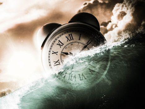 clock-under-water