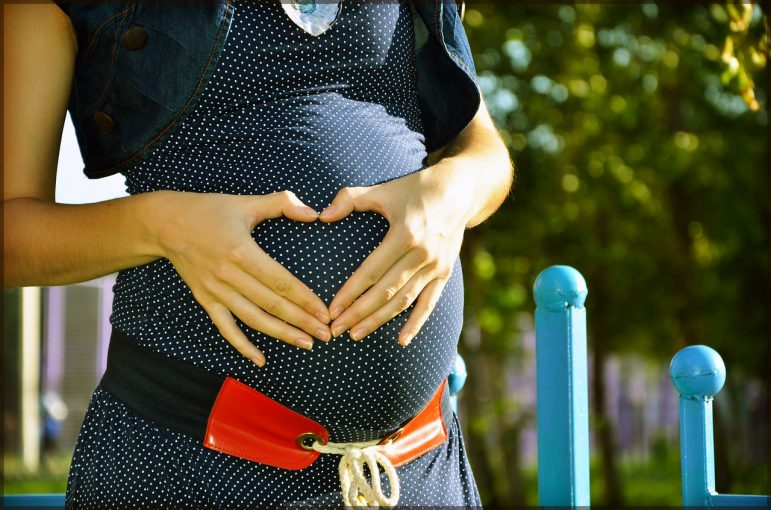 pregnant-244662_1280